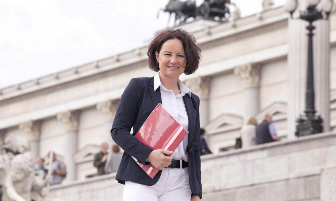 Ecker kritisiert enttäuschenden ersten Auftritt von Schramböck im Wirtschaftsausschuss