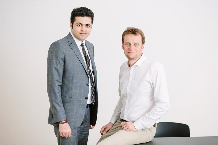 Andreas Gfrerer und Geschäftsführer Mohammadreza Sadeghi